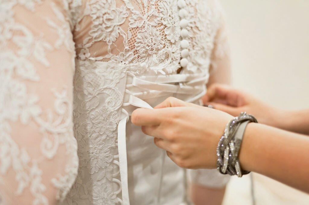 10 Biggest Mistakes Brides Make When Choosing a Wedding Dress