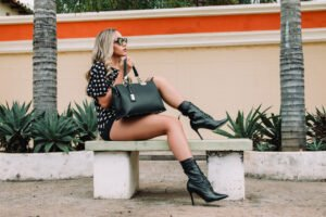 how to match your bag with your outfit
